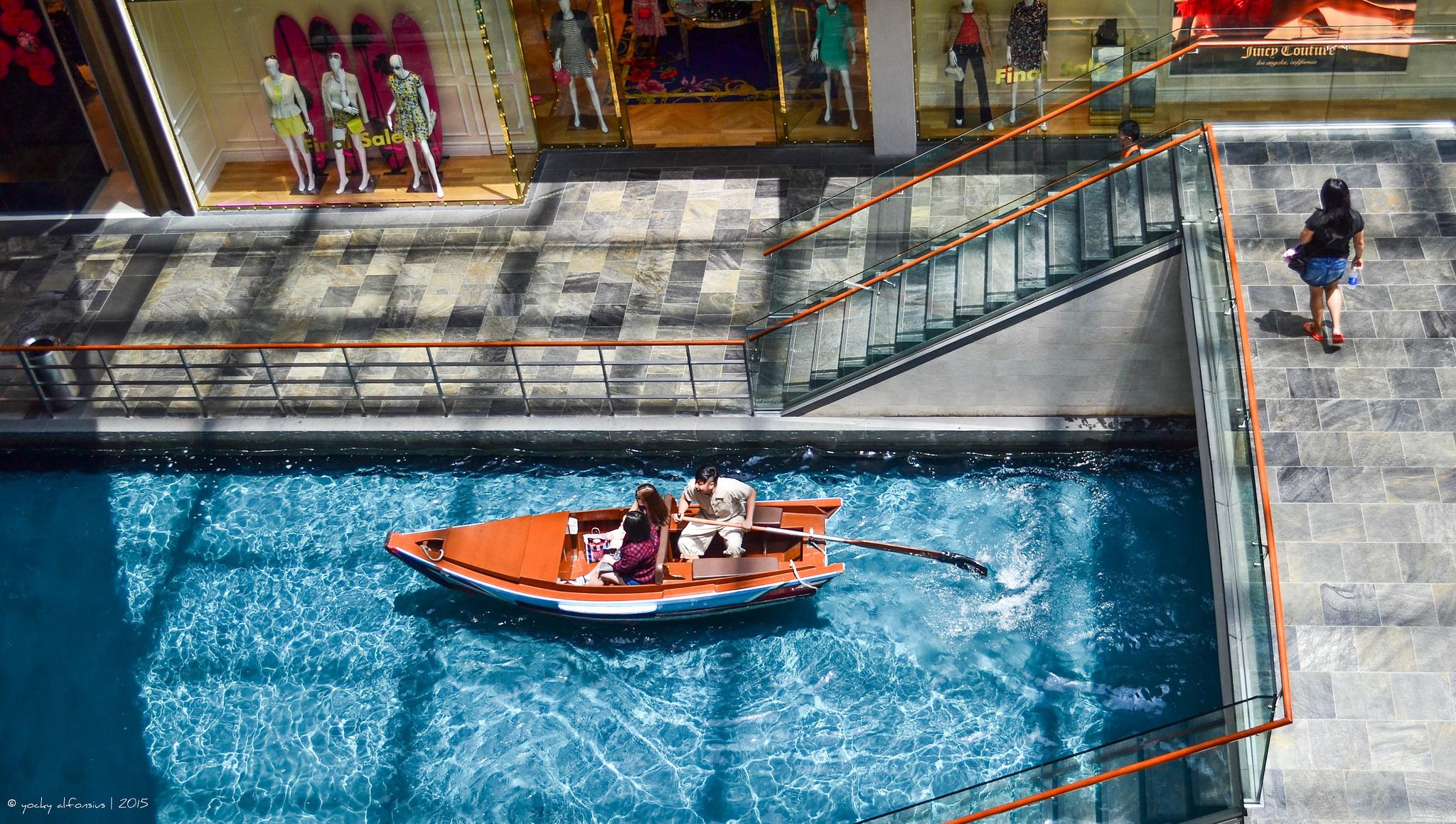 Menjelajahi Kawasan Marina Bay
