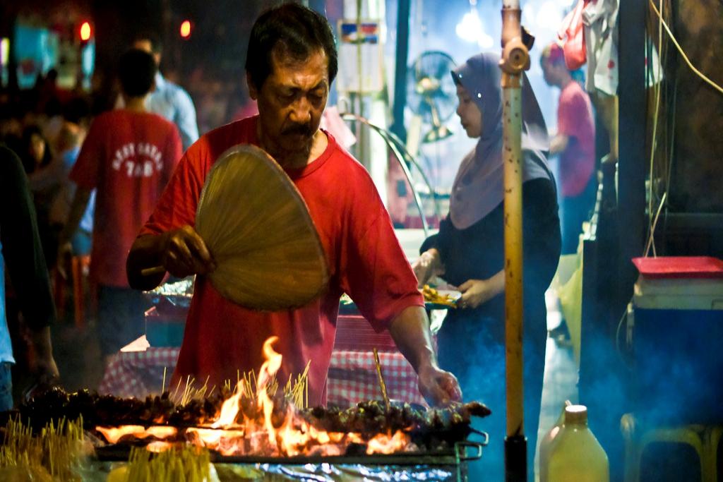Rasakan Esensi Makan Sate di Satay Street