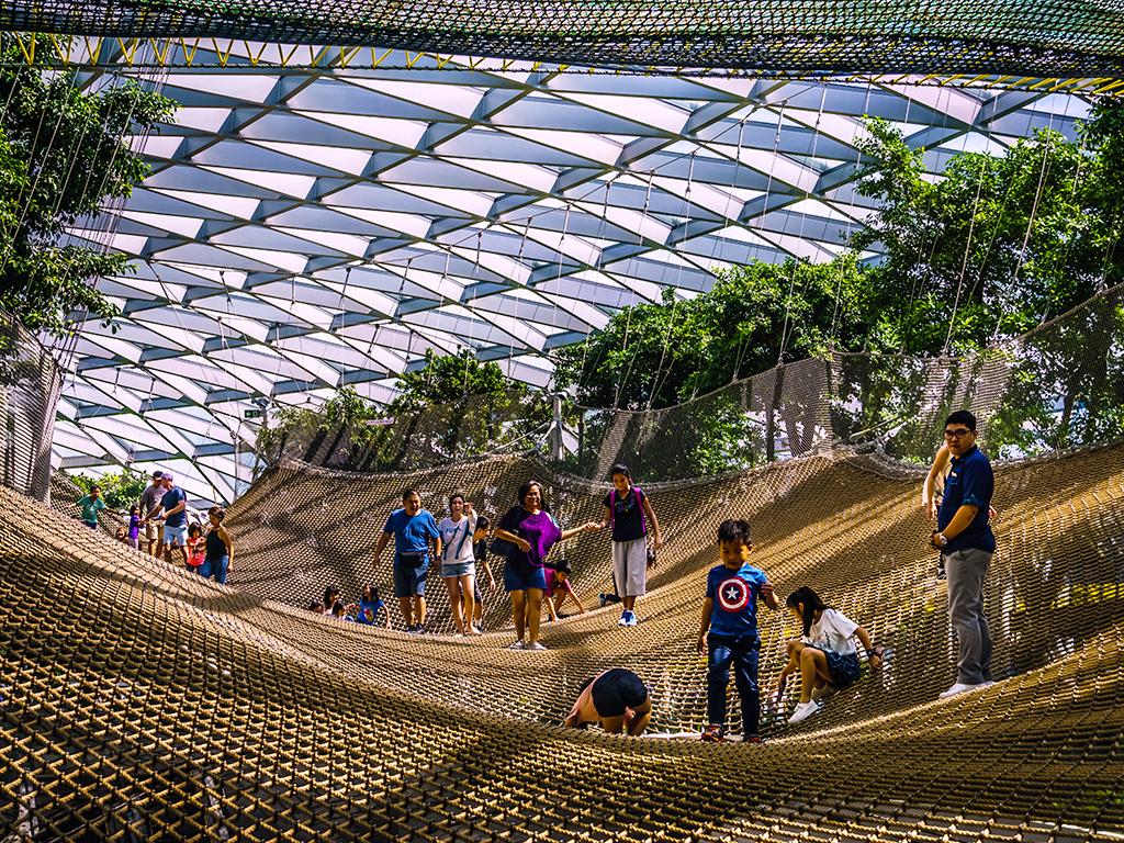 Ada Hiburan Apa Saja Di Jewel Changi Airport Singapura?