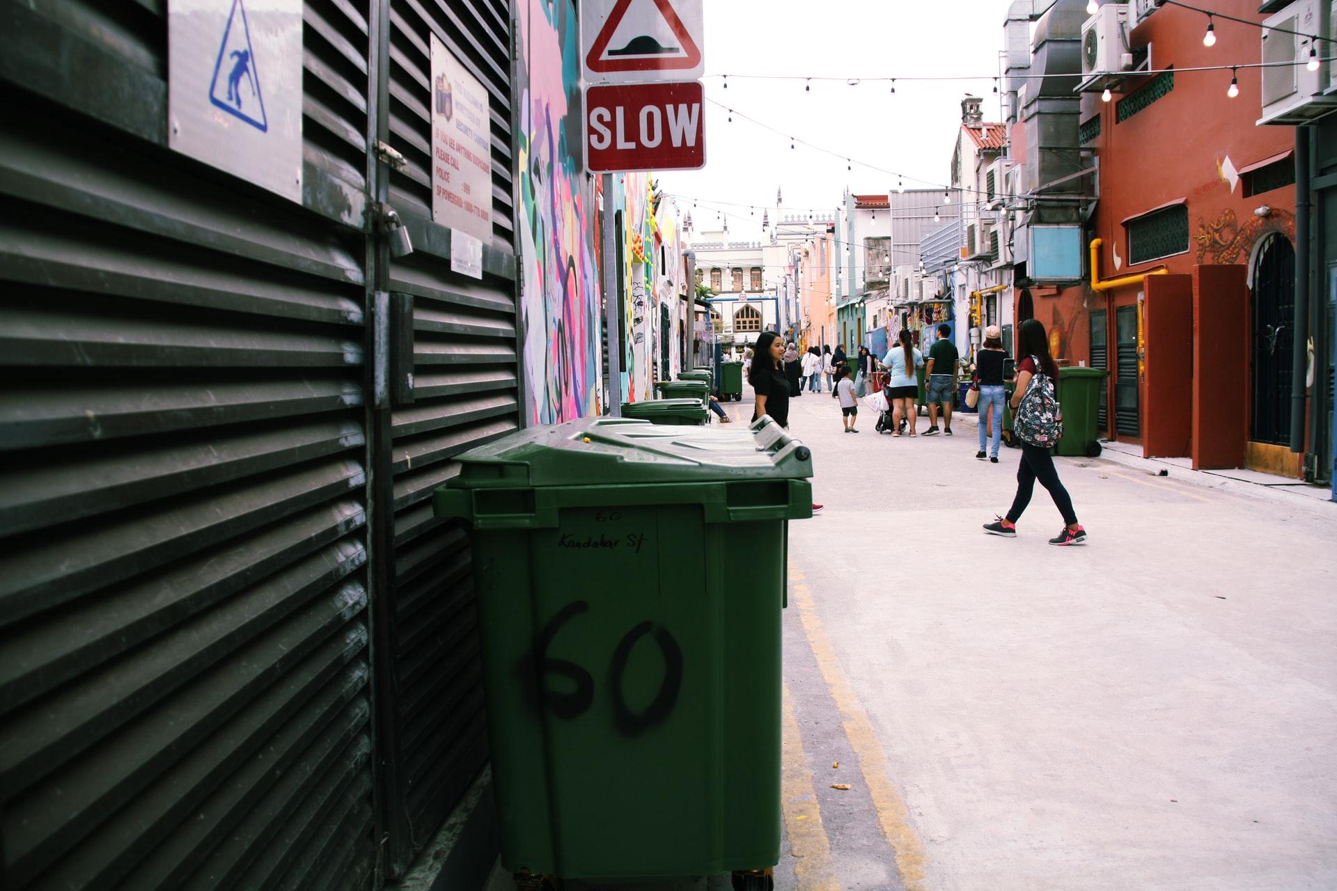 Buang sampah di tempatnya, salah satu aturan di Singapura