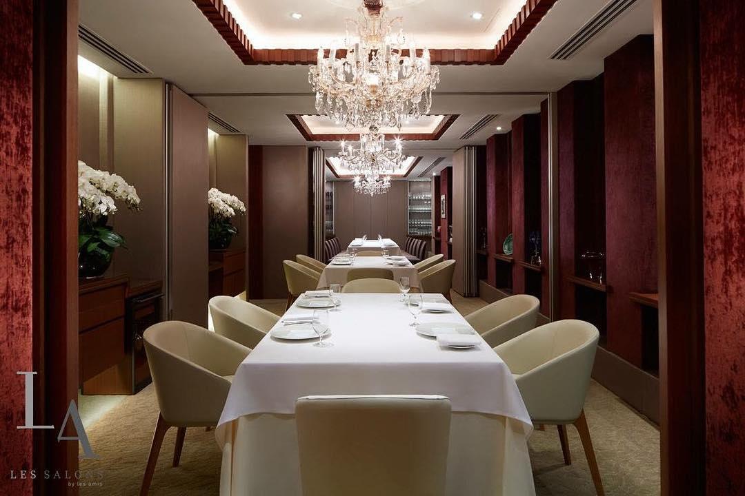 Les Amis, Restoran mewah di Singapura