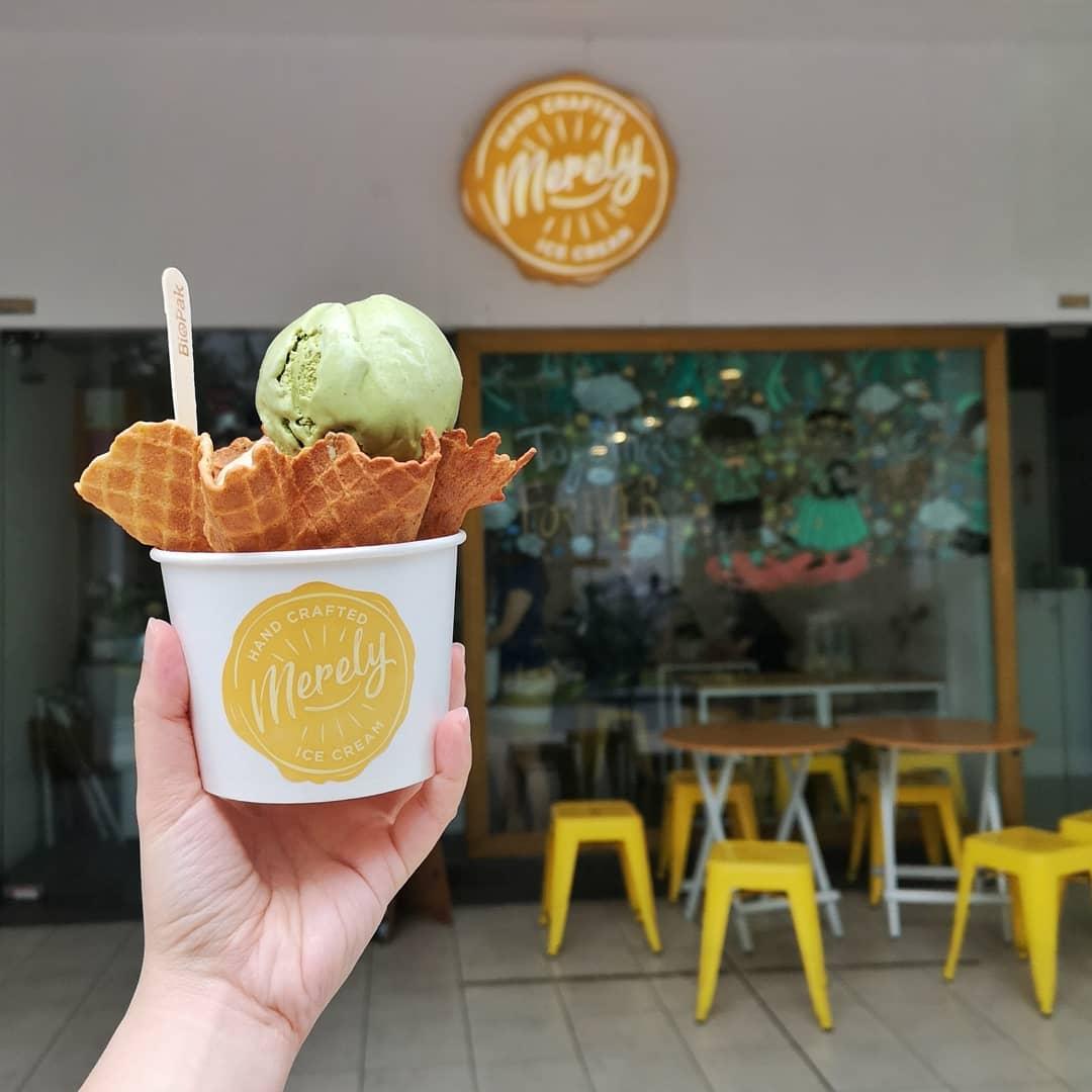Merely Ice Cream, Toko es dan roti di Bugis
