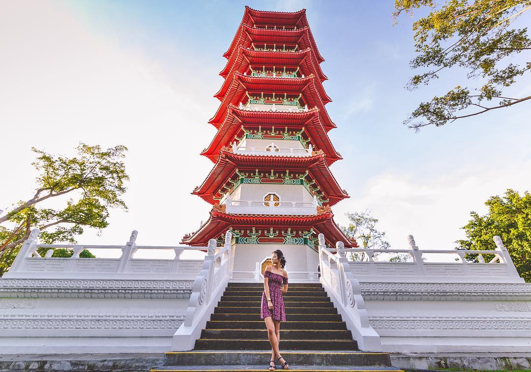 OOTD di depan Pagoda