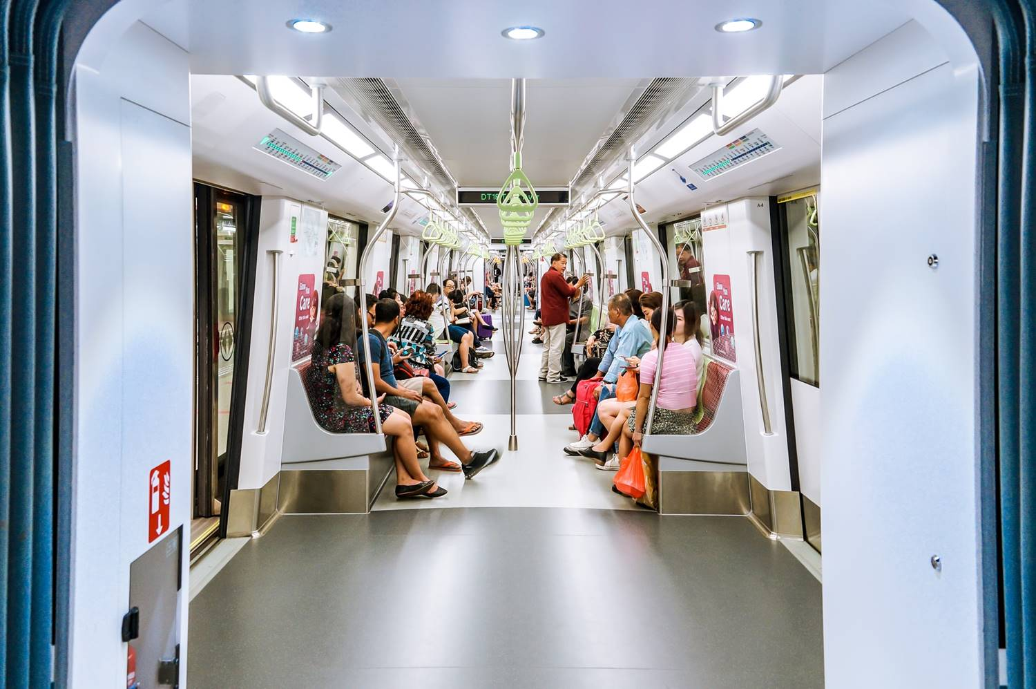 Ilustrasi MRT di Singapura. Photo by Euan Cameron on Unsplash