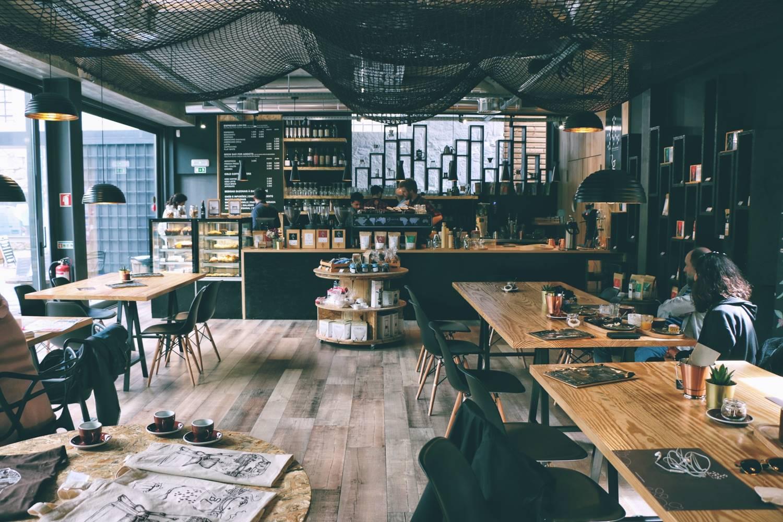 Ilustrasi kafe. Photo by Petr Sevcovic on Unsplash