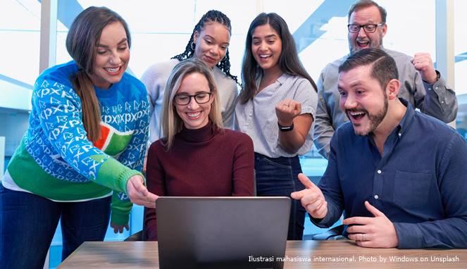 Ilustrasi mahasiswa internasional. Photo by Windows on Unsplash