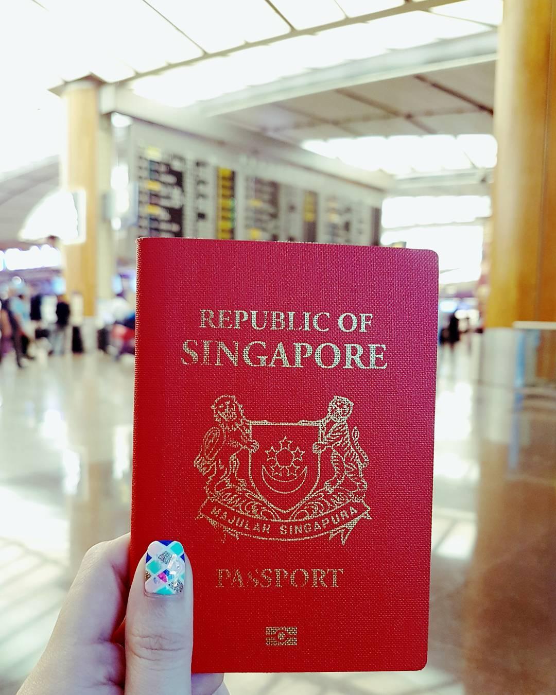 Ilustrasi paspor Singapura. Instagram @taurusqueen83