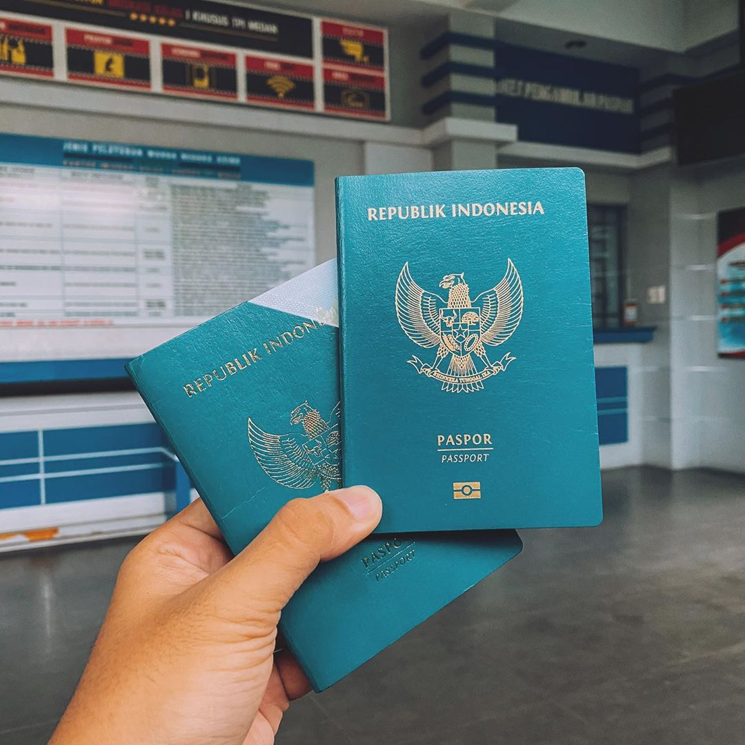 Ilustrasi paspor Indonesia. Instagram @broewnis