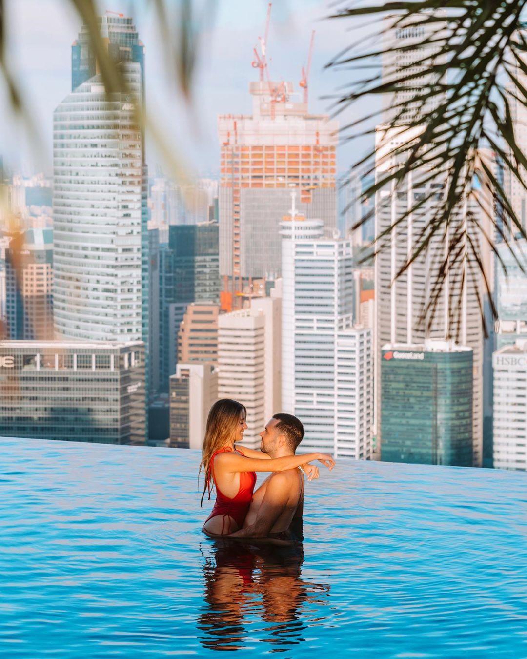 Infinity pool di Marina Bay Sands, Singapura. Instagram @zippyzipeng