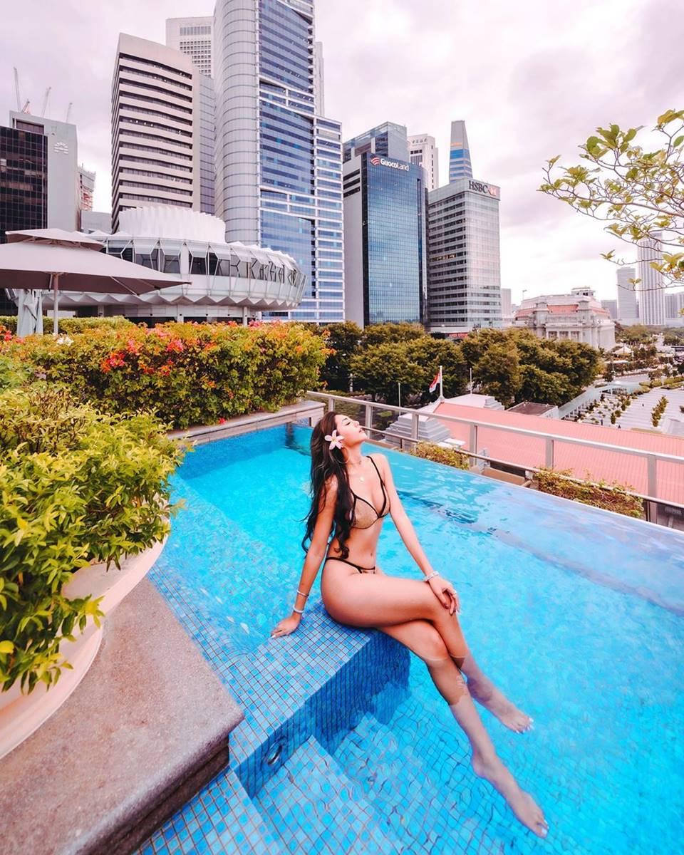 Infinity pool di The Fullerton Bay Hotel Singapore. Instagram @zippyzipeng