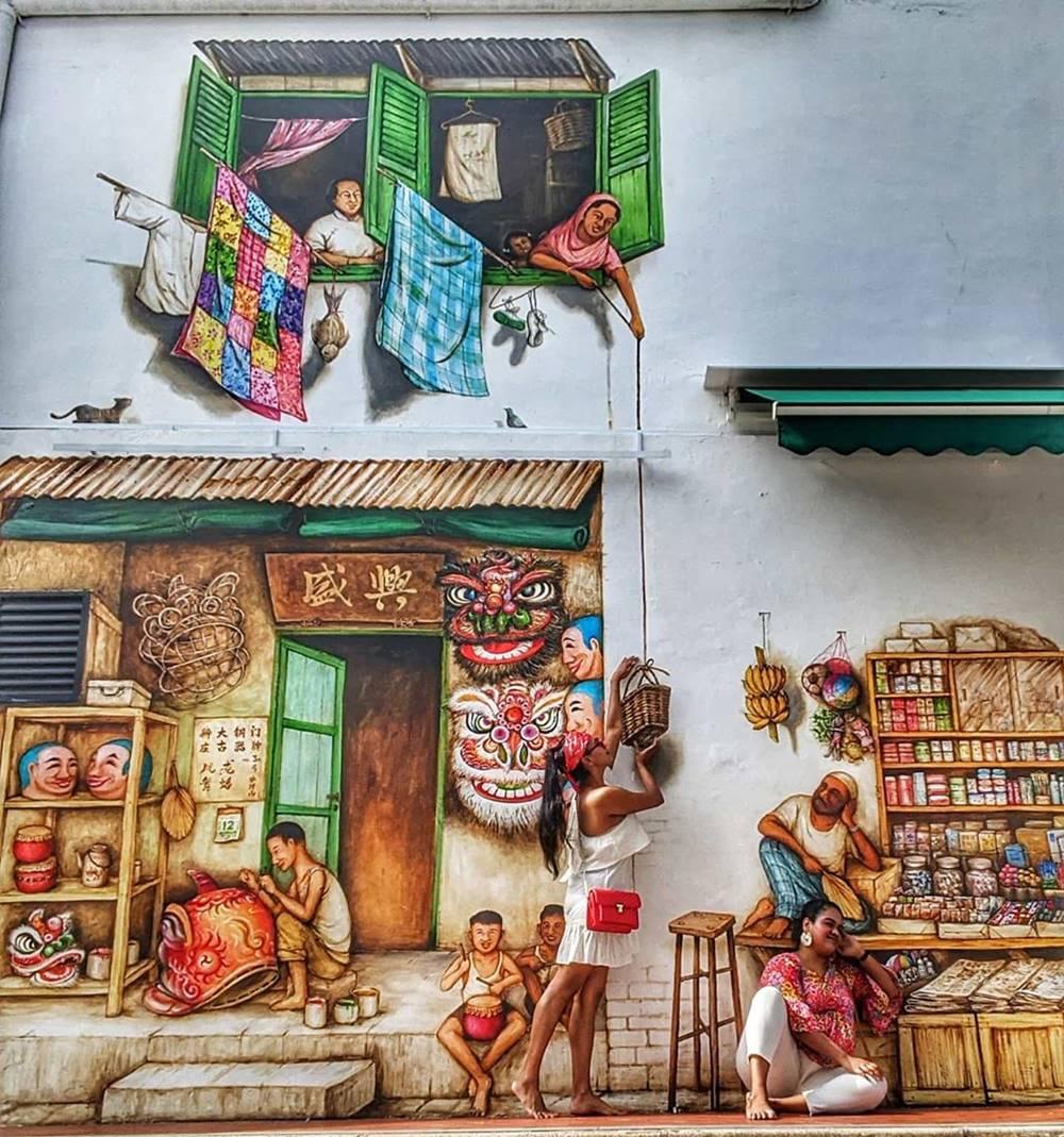 Mural di Muhamed Ali Lane. Instagram @sisterhoodofthetravellingshots