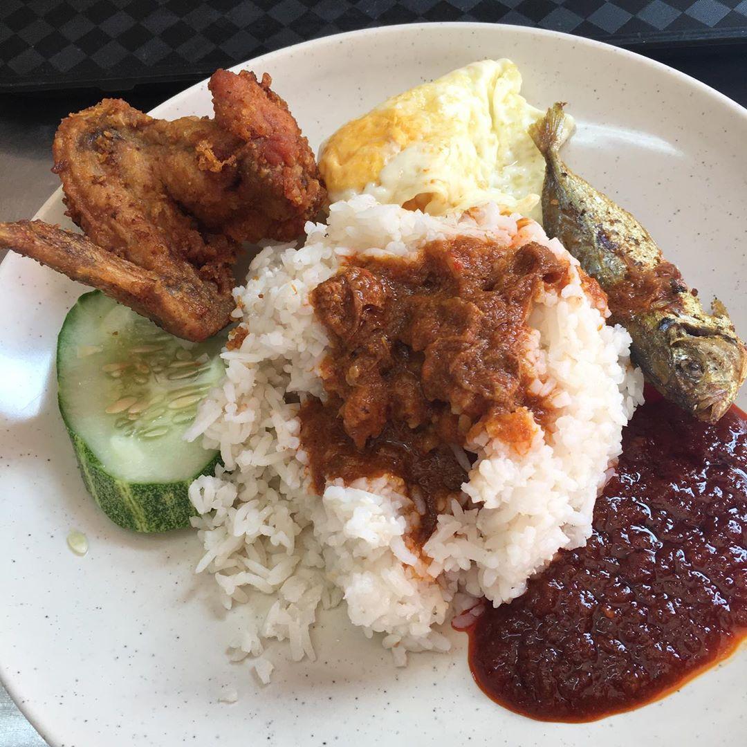 Nasi Lemak di Kampong Glam Cafe. Instagram @mamamuda.culinary