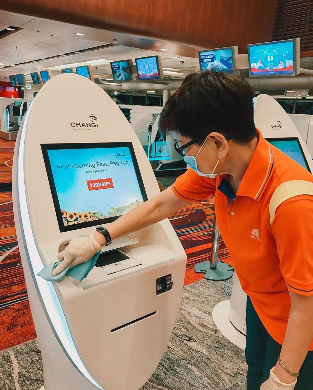 Setiap fasilitas di Changi Airport rutin dibersihkan. Instagram @changiairport