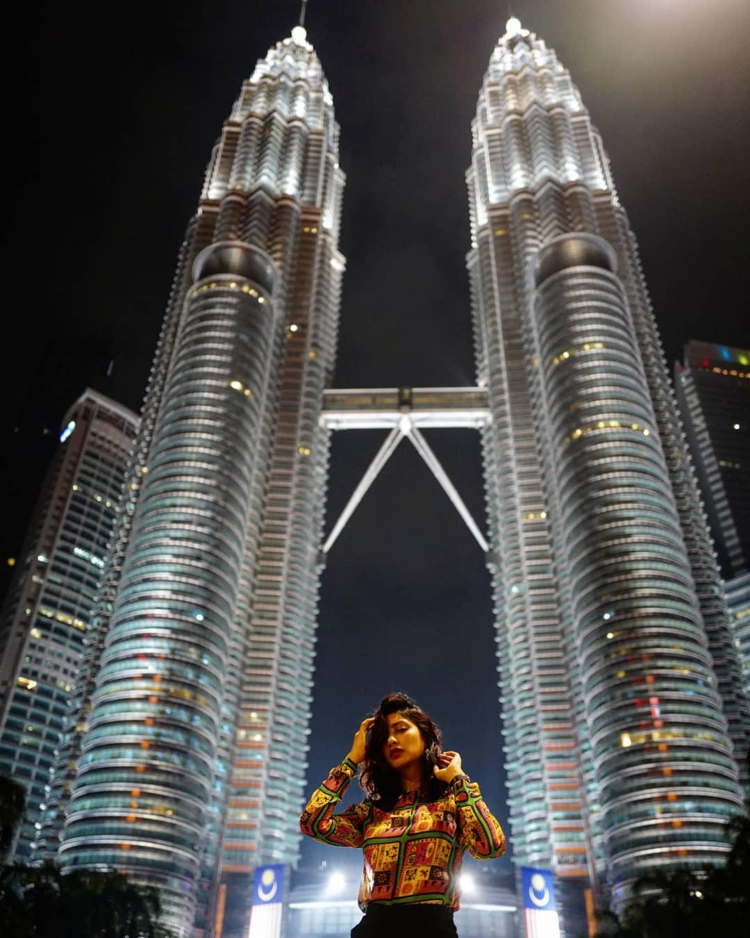 Ilustrasi Petronas Twin Towers. Instagram @sanjedajohn
