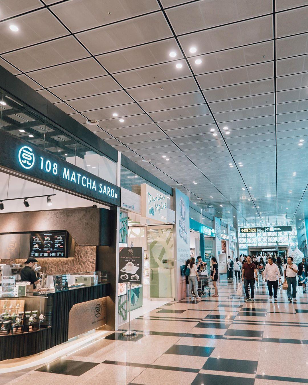 Ilustrasi beragam toko di Changi Airport. Instagram @changiairport