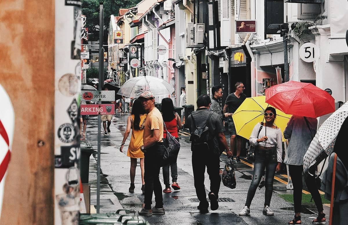 Ilustrasi orang Singapura dari beragam latar belakang budaya. Photo by Carson Arias on Unsplash