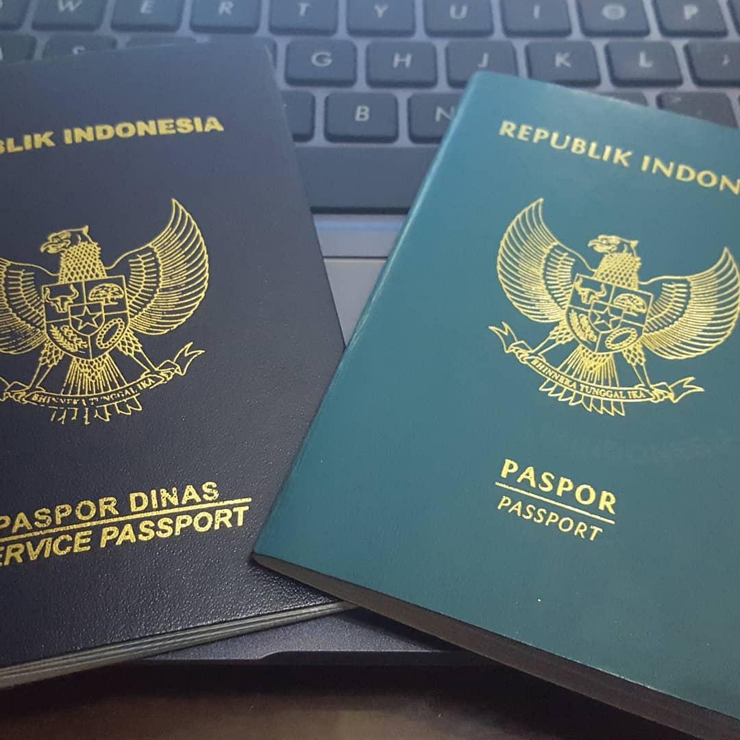 Ilustrasi paspor Indonesia. Instagram @adesoeharso