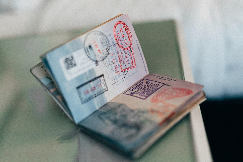 Ilustrasi paspor. Photo by Convertkit on Unsplash
