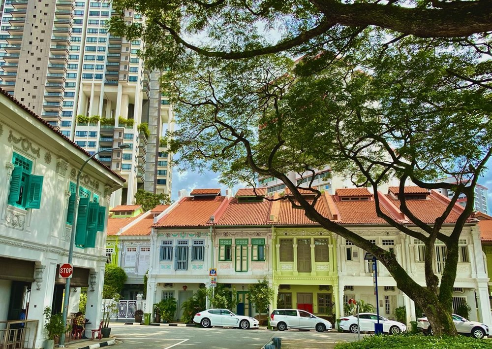 Ilustrasi rumah toko (ruko) di Singapura. Photo by David Kubovsky on Unsplash