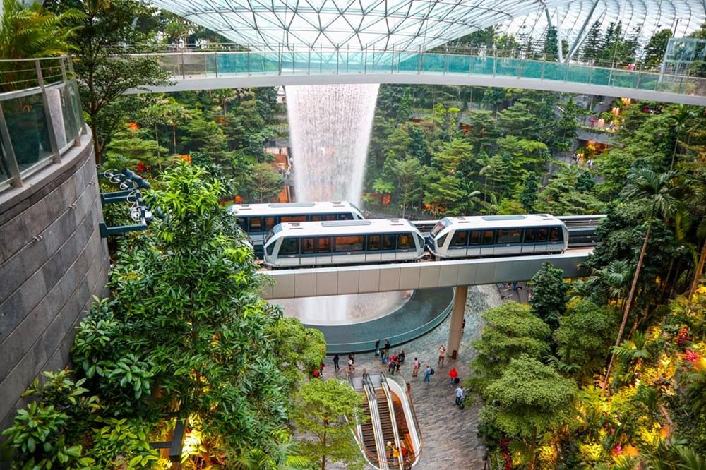 Ilustrasi Changi Airport Singapore. Photo by Sreehari Devadas on Unsplash