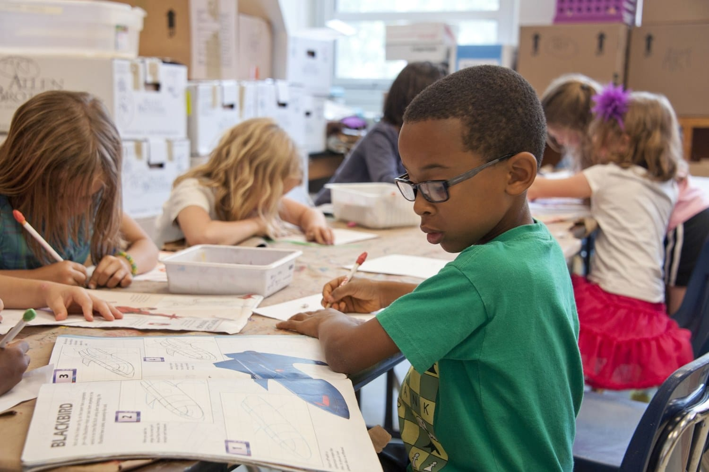 Ilustrasi anak-anak sedang belajar di sekolah. Photo by CDC on Unsplash