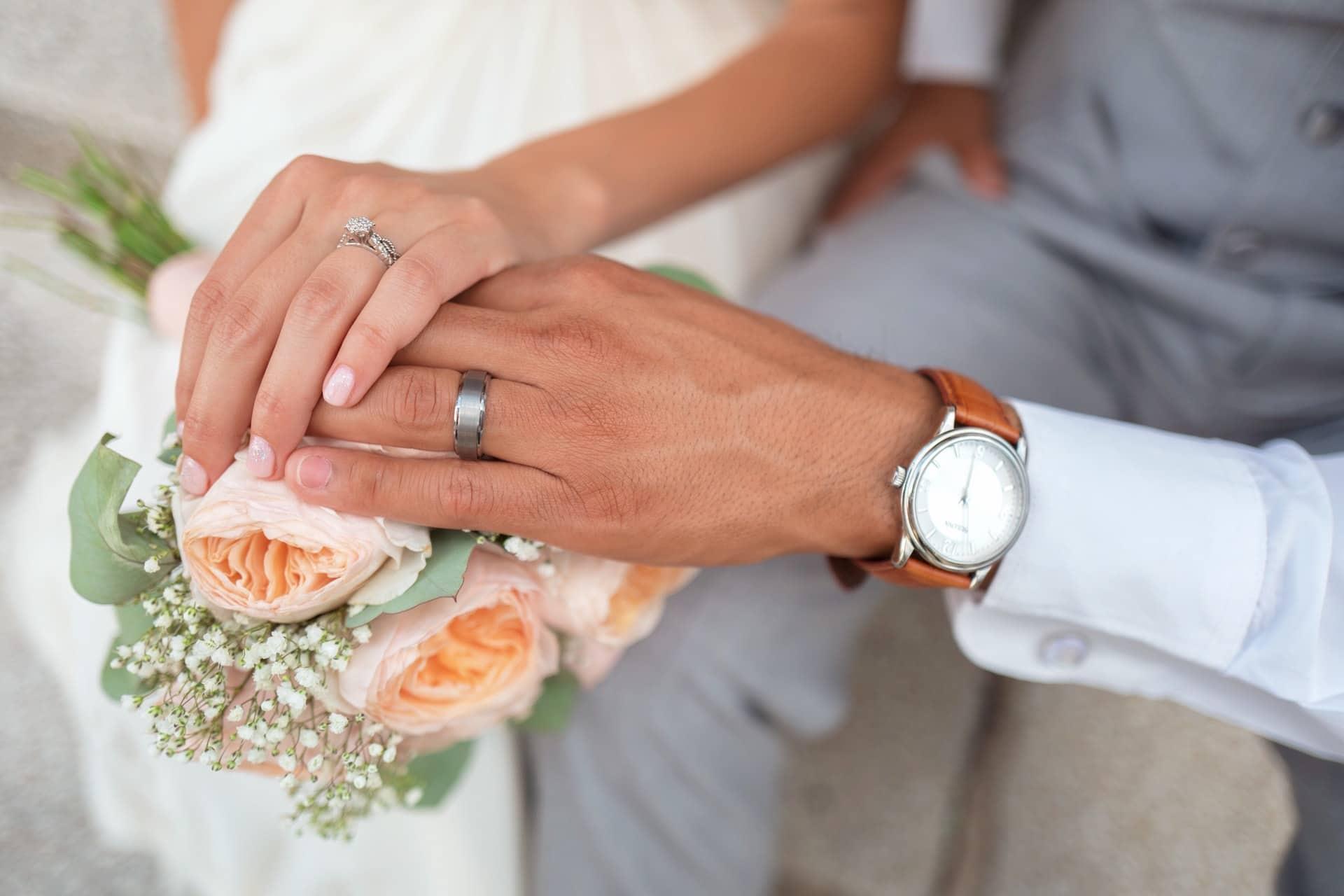 Ilustrasi cincin pernikahan. Photo by Drew Coffman on Unsplash