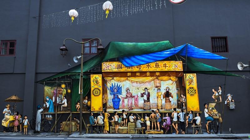 Ilustrasi mural Opera China di Chinatown Singapura. Photo by Robynne Hu on Unsplash