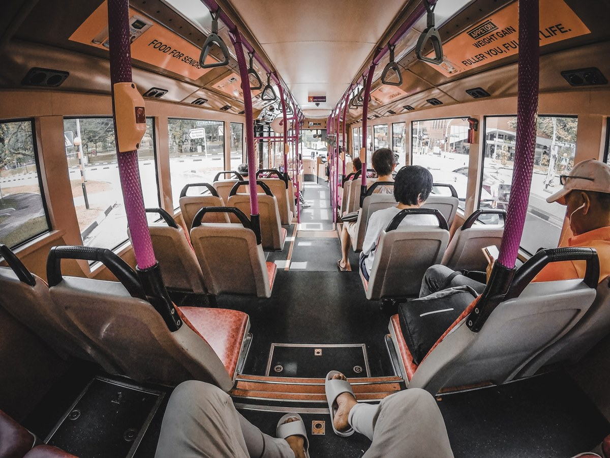 Ilustrasi orang sedang naik bus. Photo by Chamal Prasanna on Unsplash