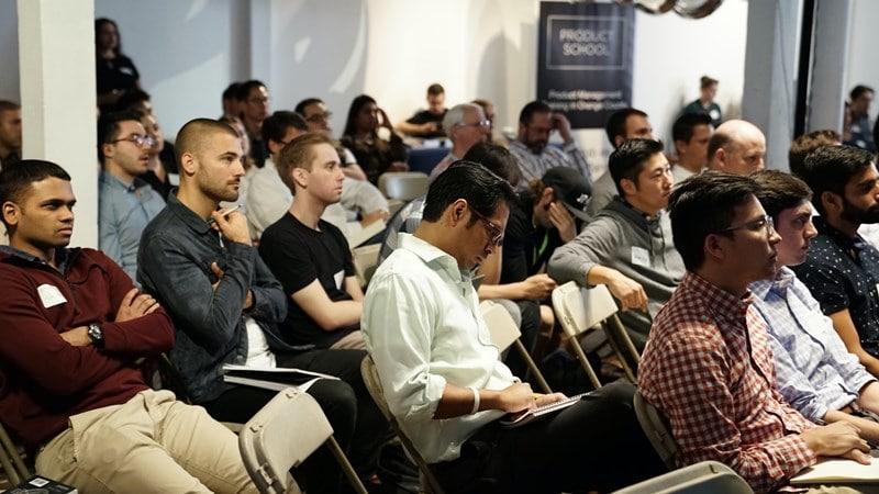 Ilustrasi sejumlah orang sedang mengikuti training. Photo by Product School on Unsplash