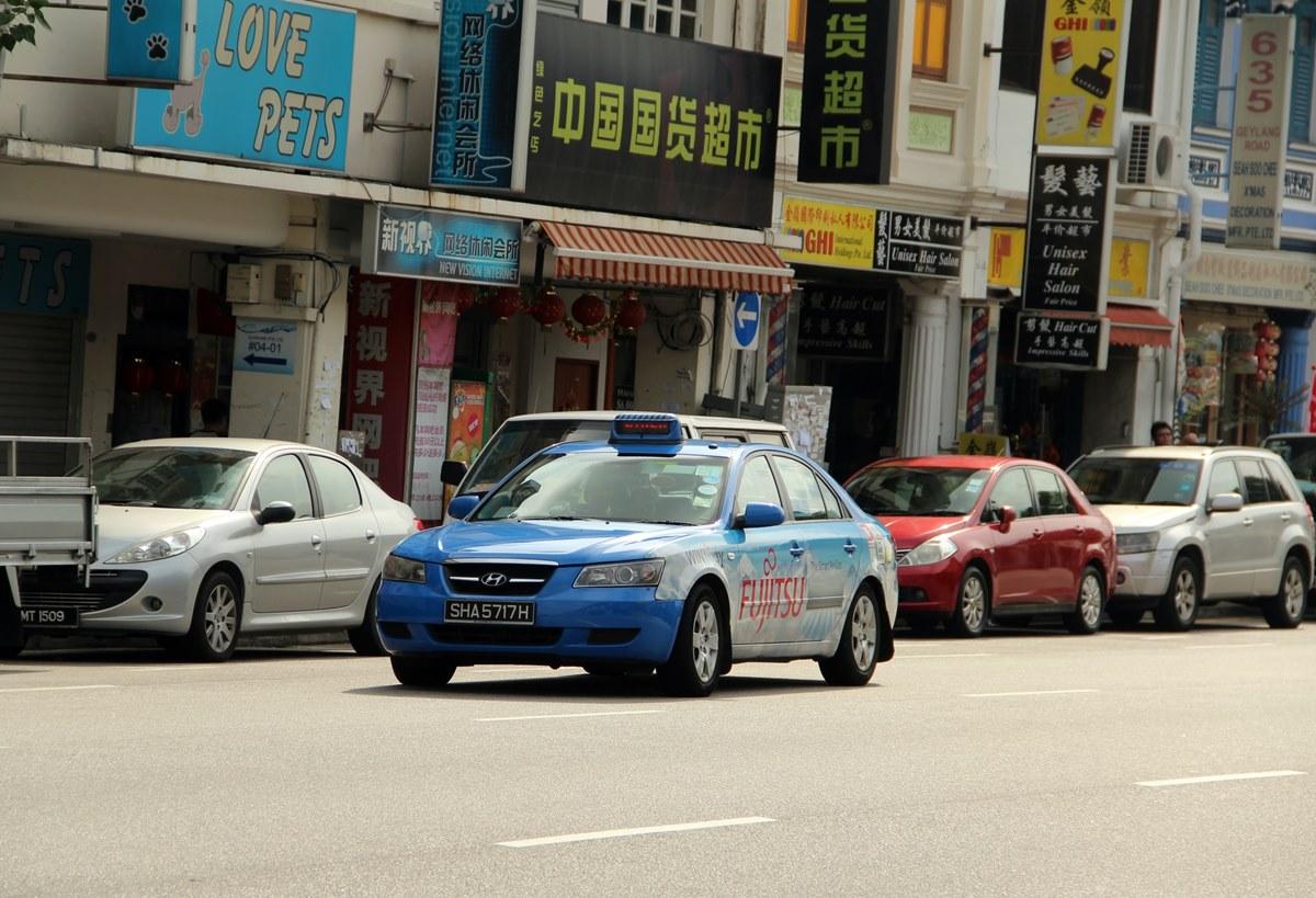 Ilustrasi taksi online di Singapura. Photo by Dave Kim on Unsplash