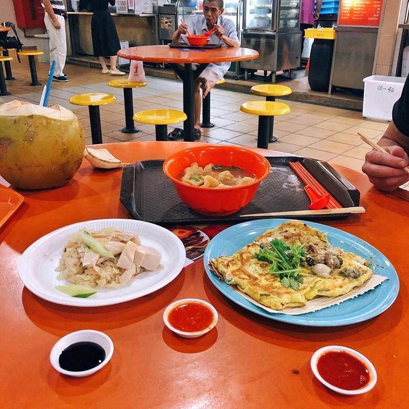 Makanan enak dan murah di Maxwell Food Centre. Instagram @sofiaklevin