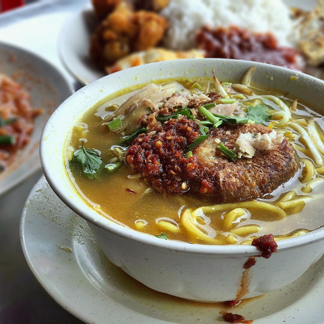 Mee Soto di Kampong Glam Cafe. Instagram @aokoibito