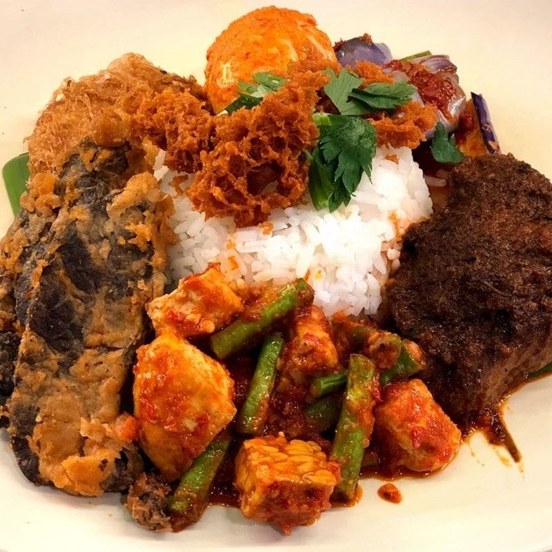 Nasi Padang di Warung Parsanga. Instagram @warungparsanga