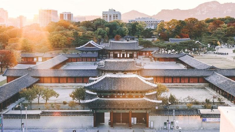 Ilustrasi istana di Jongno-gu, Seoul, Korea Selatan. Photo by Bundo Kim on Unsplash