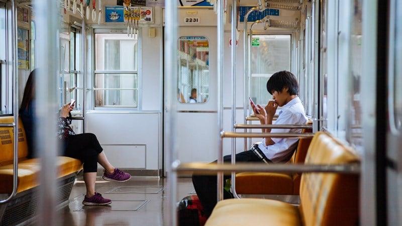 Ilustrasi kereta sedang sepi penumpang. Photo by Victoriano Izquierdo on Unsplash