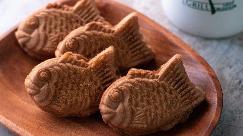 Ilustrasi kue ikan isi pasta kacang merah manis. Photo by Kelly Visel on Unsplash