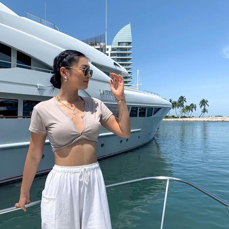 Ilustrasi liburan di yacht. Instagram @jliewu