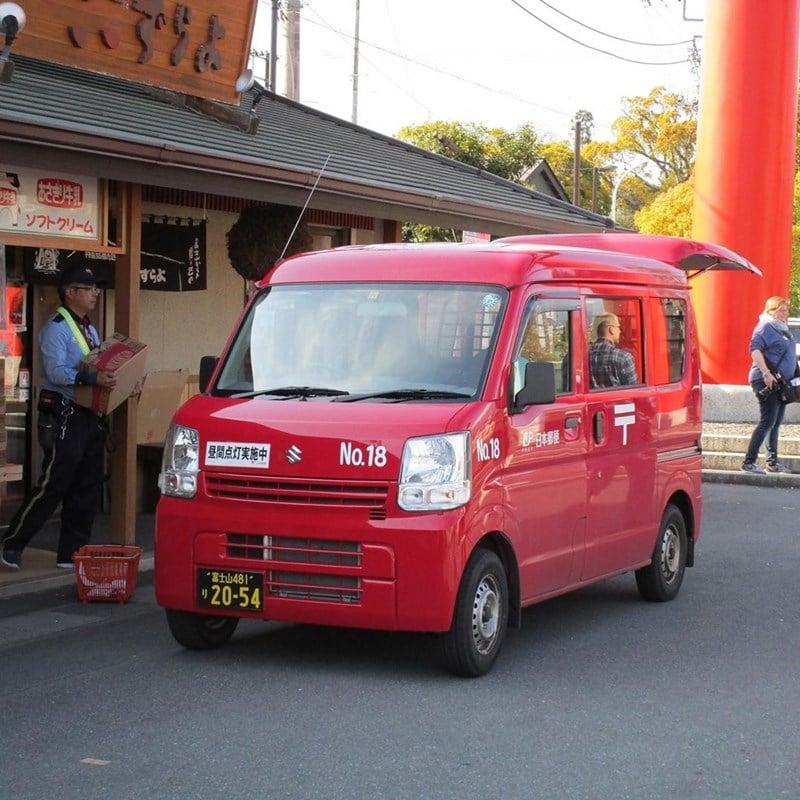Ilustrasi mobil Japan Post sedang mengumpulkan paket. Instagram @sammiethesambar
