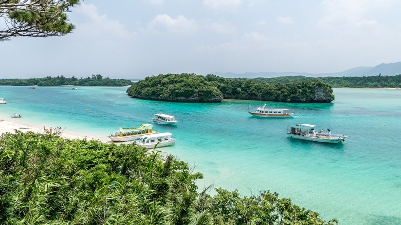 Ilustrasi pantai di Okinawa. Photo by Vladimir Halkatov