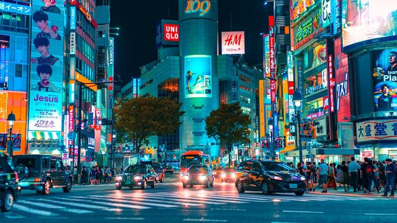 Ilustrasi shopping district di Jepang. Photo by Jezael Melgoza on Unsplash