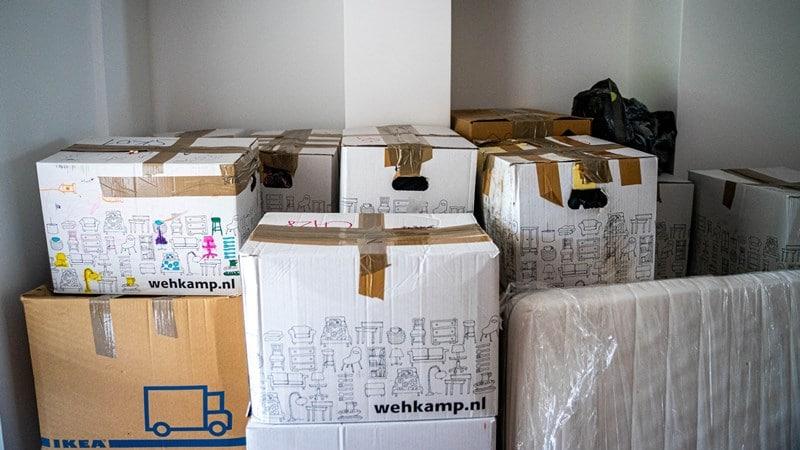 Ilustrasi tumpukan paket dari luar negeri. Photo by Michal Balog on Unsplash