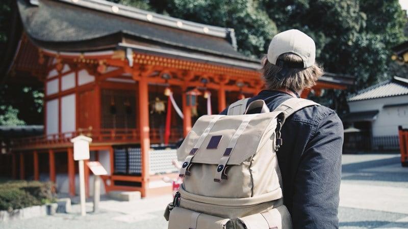 Ilustrasi turis asing di Jepang. Photo by Bobby Hendry on Unsplash