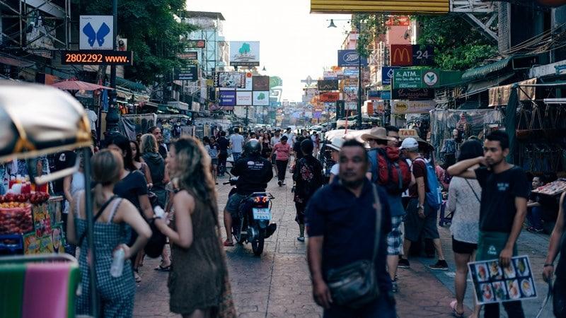 Ilustrasi turis asing di Bangkok. Photo by Ragnar Vorel on Unsplash