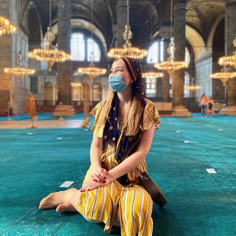 Duduk dalam Hagia Sophia. Instagram @vasininna