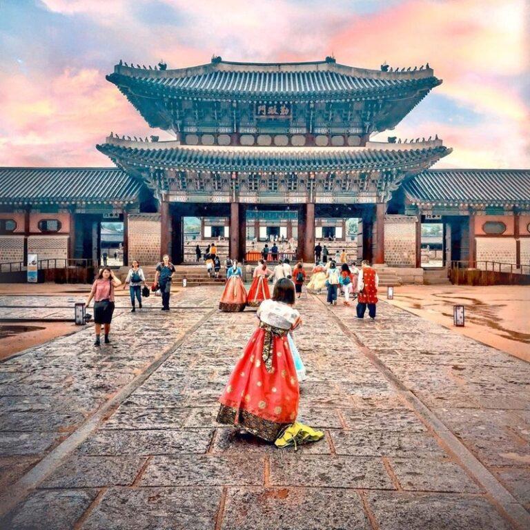 Gyeongbokgung Palace. Instagram @kinkampoix