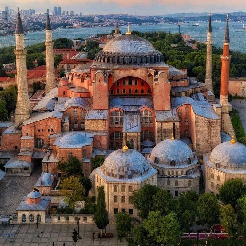 Hagia Sophia di Istanbul, Turki. Instagram @mr_un.believable
