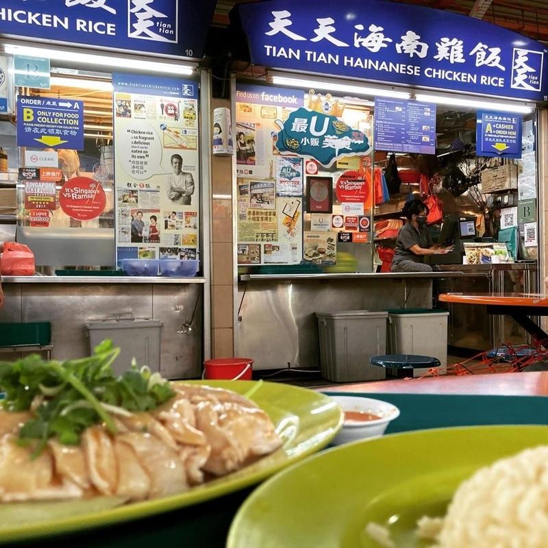 Hawker stall terkenal, Tian Tian Hainanese Chicken Rice. Instagram @harakobubu125