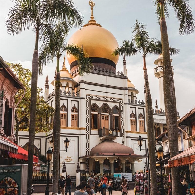 Ilustrasi Masjid Sultan Singapura. Photo by Zhu Hongzhi on Unsplash