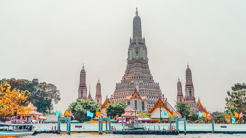Ilustrasi Wat Arun di Thailand. Photo by Rey Melvin Caraan on Unsplash