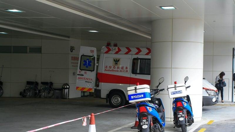 Ilustrasi ambulans di rumah sakit. Photo by Macau Photo Agency on Unsplash